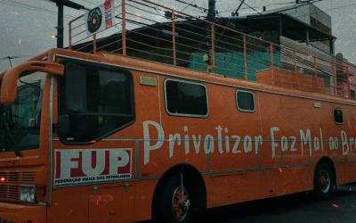 Carreata contra a privatização das empresas estatais chamou a atenção e teve apoio da população baiana